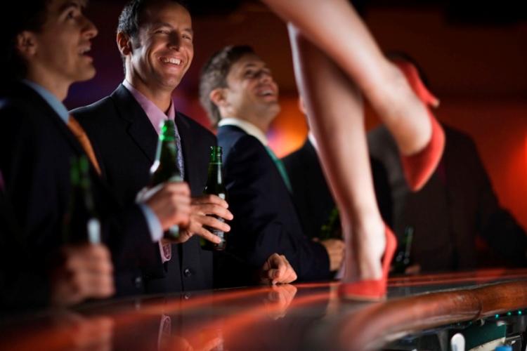מועדון המשלב מופע וריקודים - מסיבת רווקים