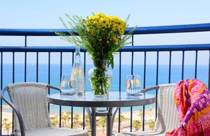 מרפסת עם נוף לים - לאו ספא