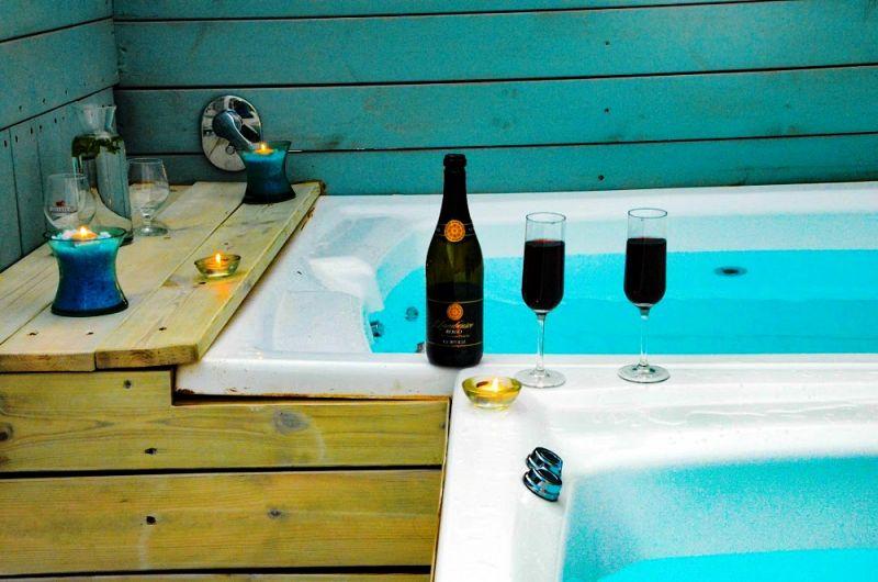 אמבט גקוזי במתחם החיצוני - ספא פולג