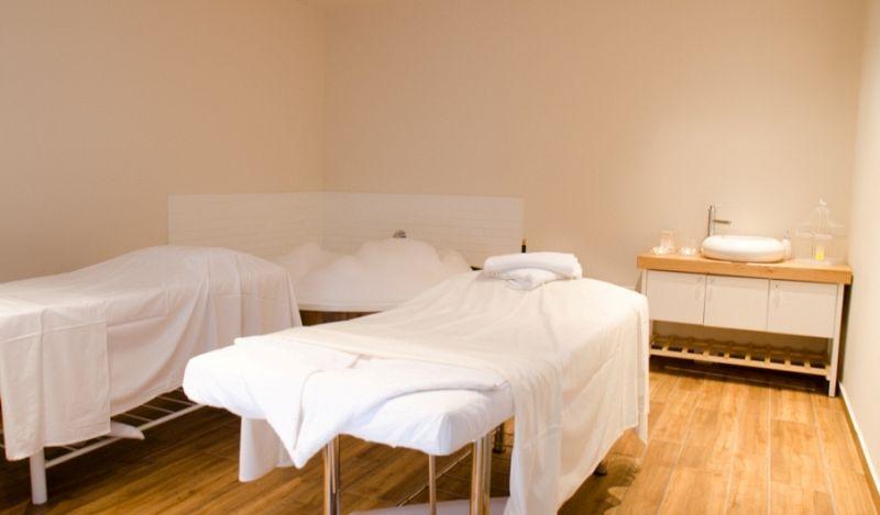 חדר טיפולים פרטי עם אמבט זוגי - לאו ספא