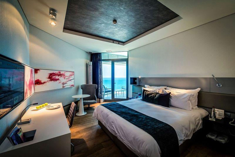 מיטה בחדר -מלון רויאל ביץ תל אביב