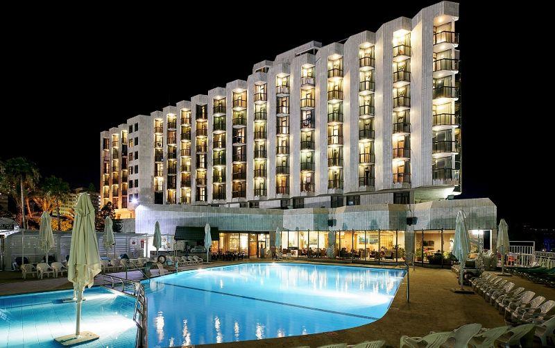 בריכת שחייה חיצונית במלון - ספא חמת קיסר