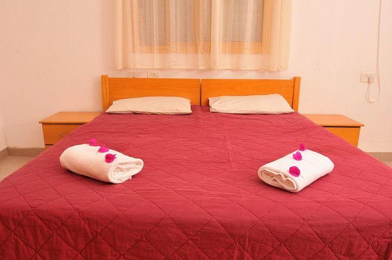 מיטה זוגית - וילה מונפורט